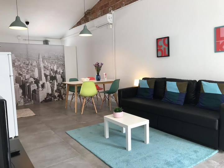 Indenpendent studio: 2 minutes beach and train