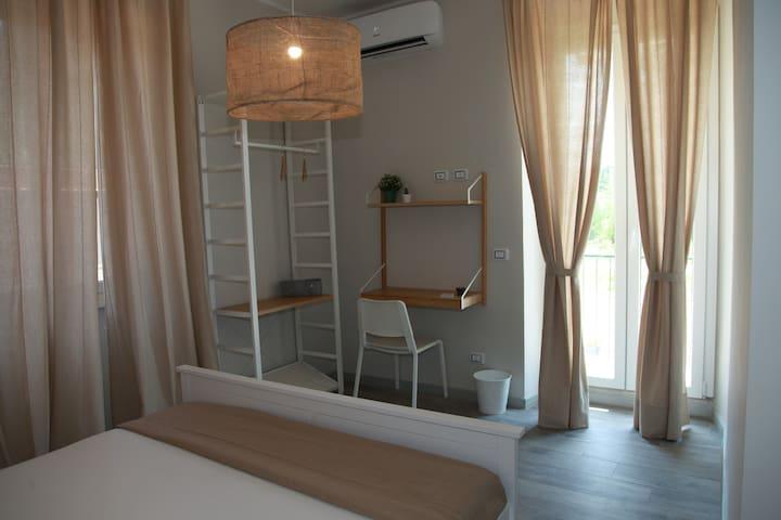 Room, private bath & terrace - Metro San Paolo (1)