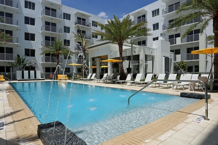 Gorgeous Florida Oasis! Bright Clean 1BR w/Balcony