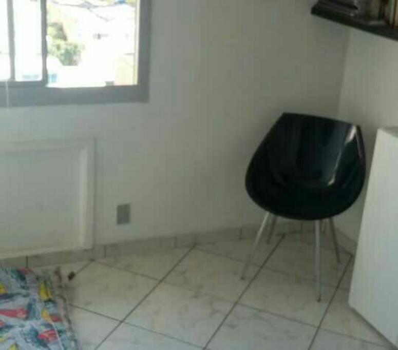 Guest room - This is the room for rent. Max: 3 people in mats.  Este é o quarto que estou alugando, retirei o altar budista. Colchonetes para 3 pessoas confortavelmente