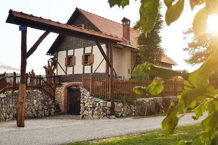 Art Cottage 'Domus Antiqua' - 2,5 centuries old