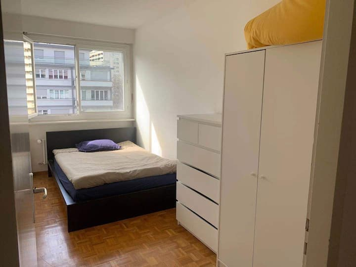 *NEW* Nice, Cozy Room - Centrally Located