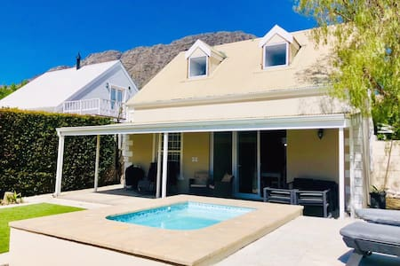 Franschhoek cottage views and pool