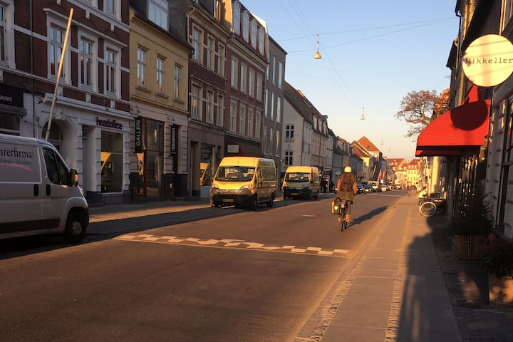 Bo midt på Jægergårdsgade, centralt i Aarhus C