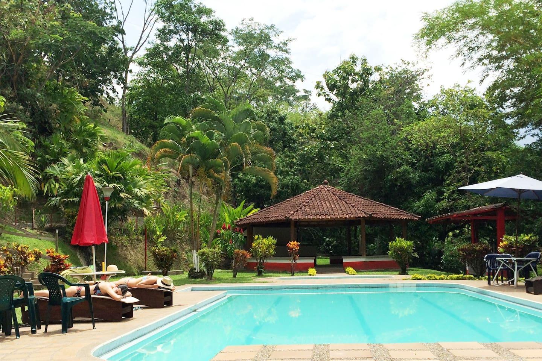 El mejor lugar de la finca: piscina, kisko, parilla para asar (bar BQ)