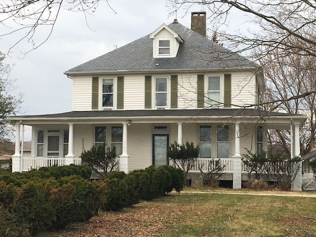 CLOSE TO DC!•2 1/2 ACRES•Historic Large Farm Home - Bowie - Dům