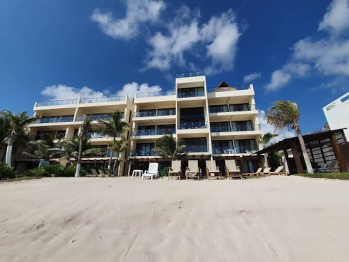 Beachfront 2 bd apartment on  Akumal turtle bay.