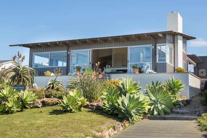 View43. LOCATION LOCATION .  Tiri Road, Waiheke Is