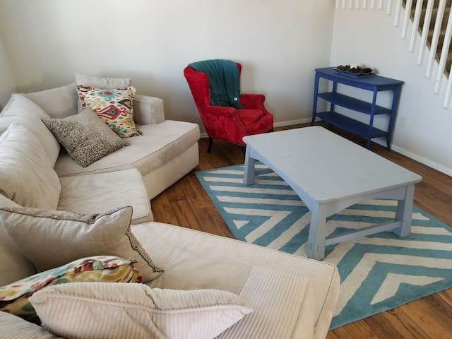 Comfy Relaxing Home Bed Near DIA & Downtown Denver