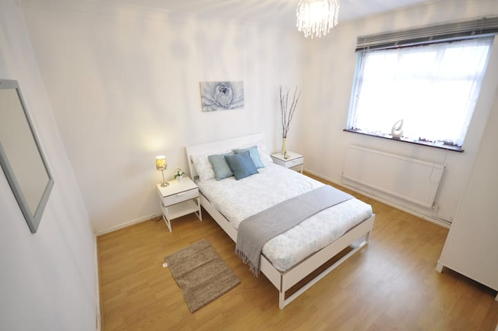 (50 AST-3)PRIVATE ROOM FOR 2 NEAR MILE END PARK - Londen