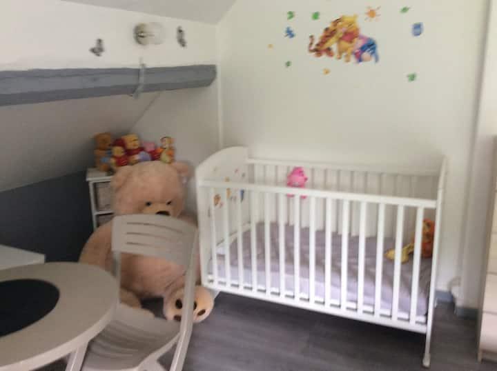 Chambre parentale avec lit bébé