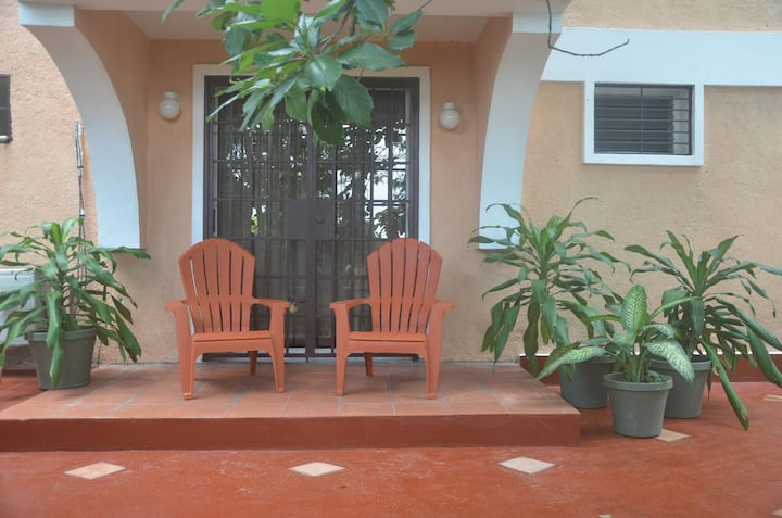 Charming Apt with Private Patio & Rooftop Pool