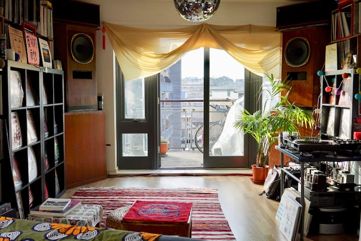 Lovely Top Floor 1 Bedroom Flat with Natural Light