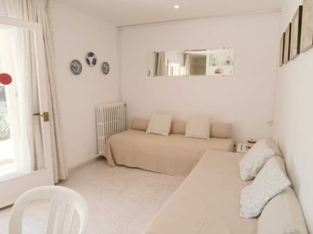 2 bedroom Apartment sleeps 6 in Llafranc