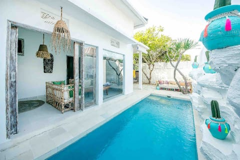 Private Bohemian  villa with pool (no cooking )