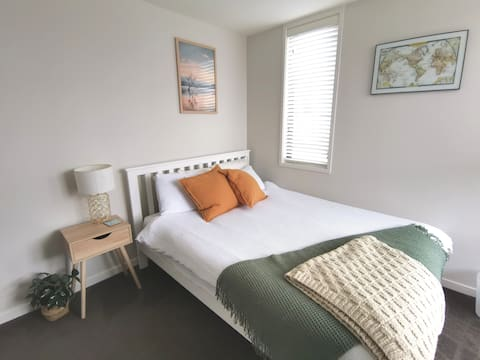 Light and modern double bedroom in Mt Eden