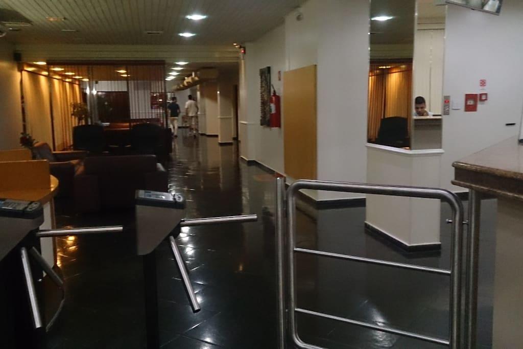 Catracas de segurança na recepção