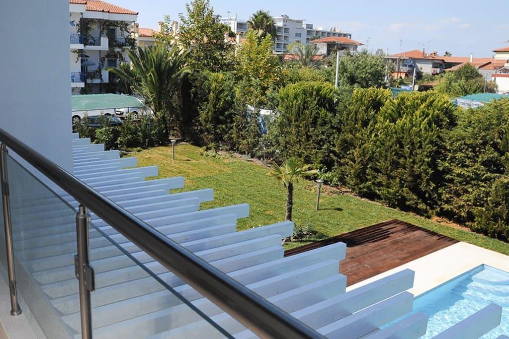 Вид с балкона - на собственную территорию и на море (вдалеке)