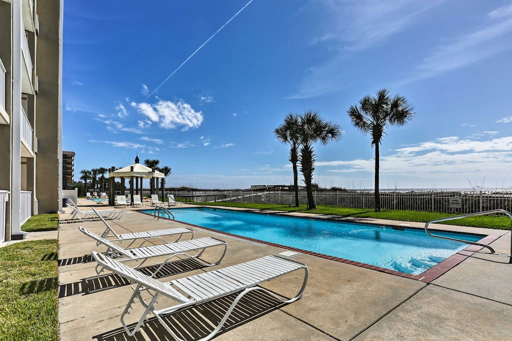 The fully remodeled unit offers access to 2 beach-side pools and community grills!