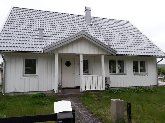 Nyrenoverad villa i båstad nära stranden