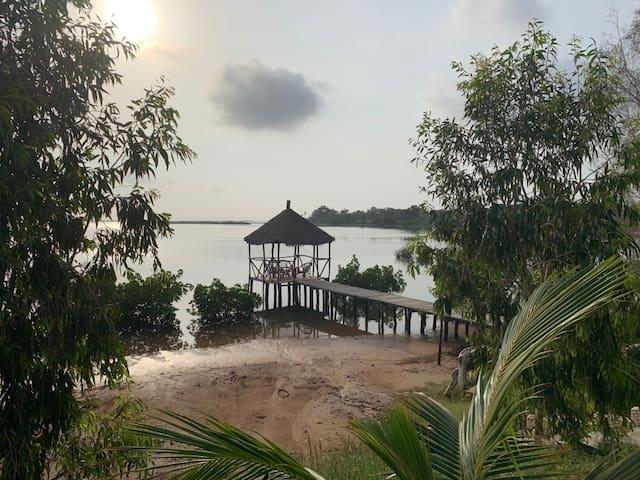 Villa entière pieds dans l'eau