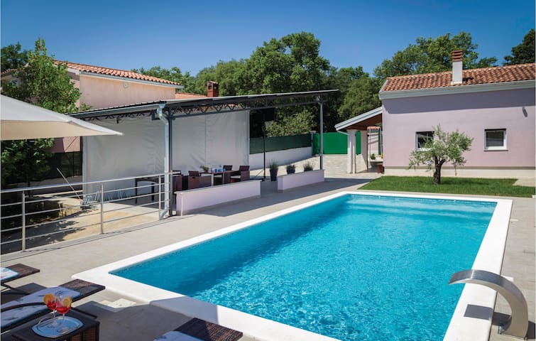 Holiday cottage with 1 bedroom on 58m² in Pula