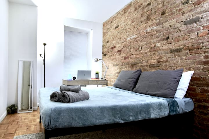 Time Square - Entire Place - 1 Bedroom Apartment
