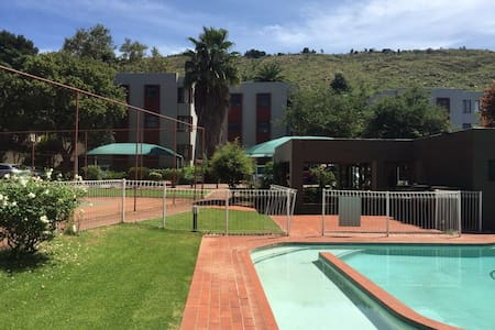 1 bed apartment in Morninghill Bedfordview - Germiston