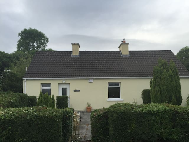 Cosy Country Cottage - Listowel - Penzion (B&B)