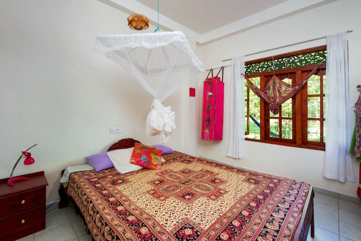 Peaceful & Private - King Bed Apartment Near Beach