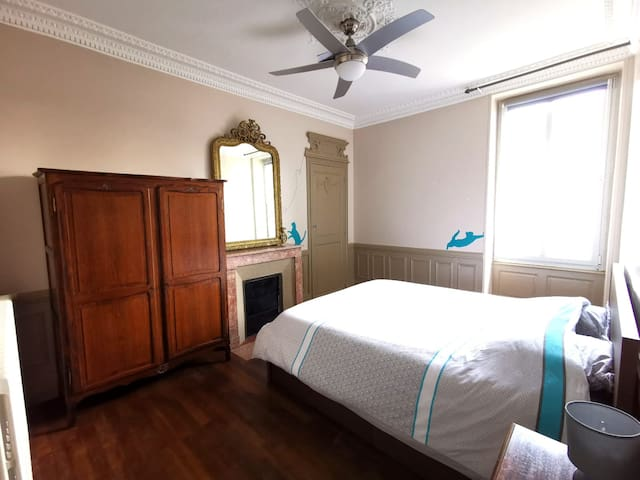 Bedroom #2 on the street side of the house. Historical mirror and antique armoire to store your clothes. Each bedroom come with a ceiling fan.