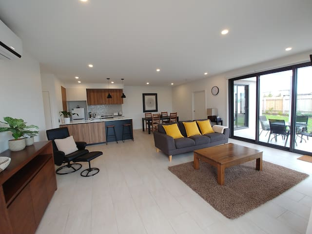 Serene Torquay G/F Apartment with private Garden