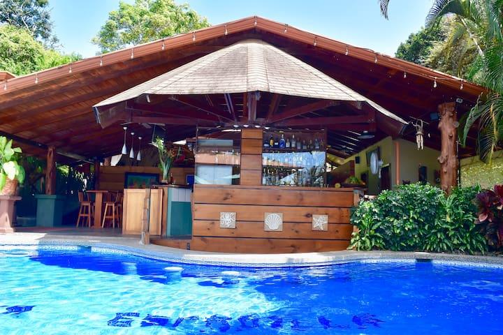 Great located room in Manuel Antonio