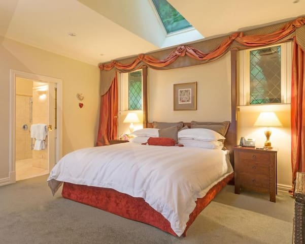 Premier Suite @ Greenmantle Estate Hotel