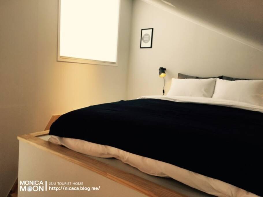 오픈형복층이 아니라 다락방 형식의 침실입니다