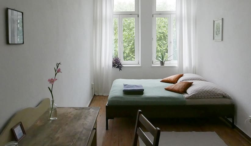 Helles Zimmer mit Blick ins Grüne - Lipsk - Apartament