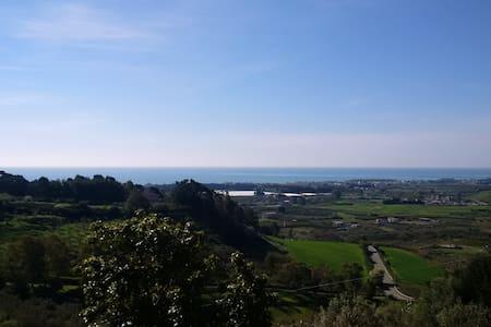App/villa avec vue en colline - Sellia Marina