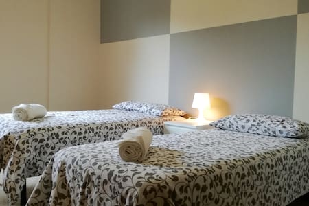 Beautiful bright room with 2 steps from the center - Bérgamo