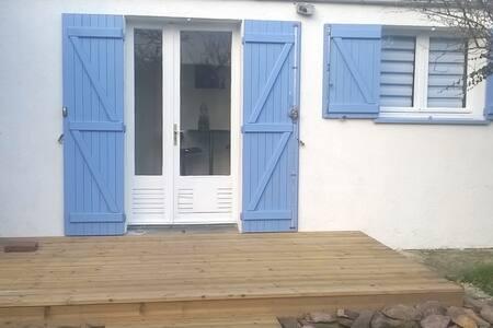 Petite maison au fond du jardin