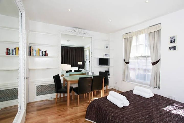 B1F - Fabulous SOHO Studio Apartment