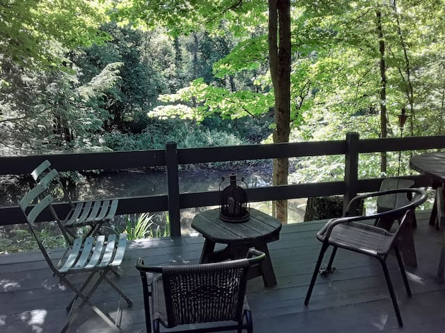 Tranquil Hideaway on the Creek close to Hudson!