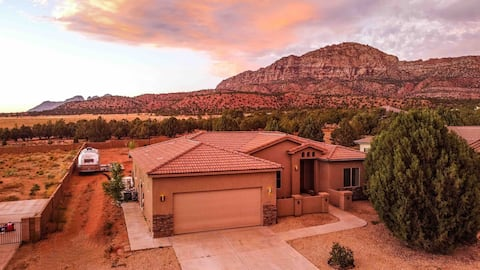 Mountainview Home with Airstream & Sport Court