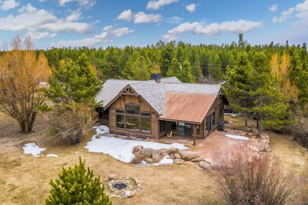 Waterfront cabin on Hebgen Lake, near fishing/boating & Yellowstone!