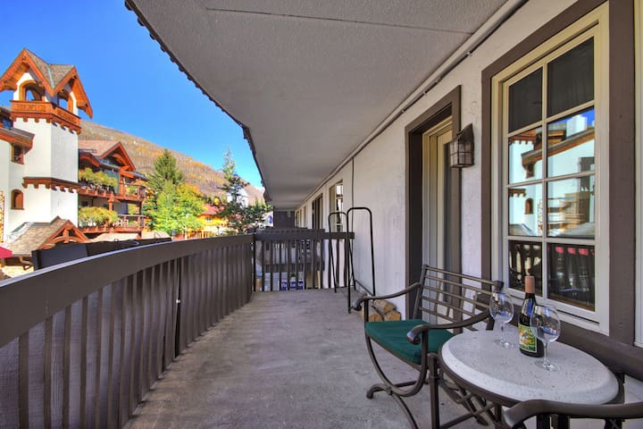 Modern 1Br Condo at Lodge at Vail
