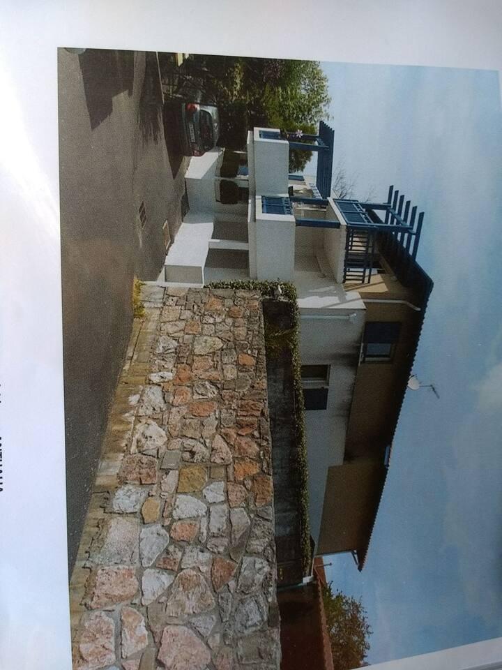 Coqueto apartamento tipo studio,balcón y parking.