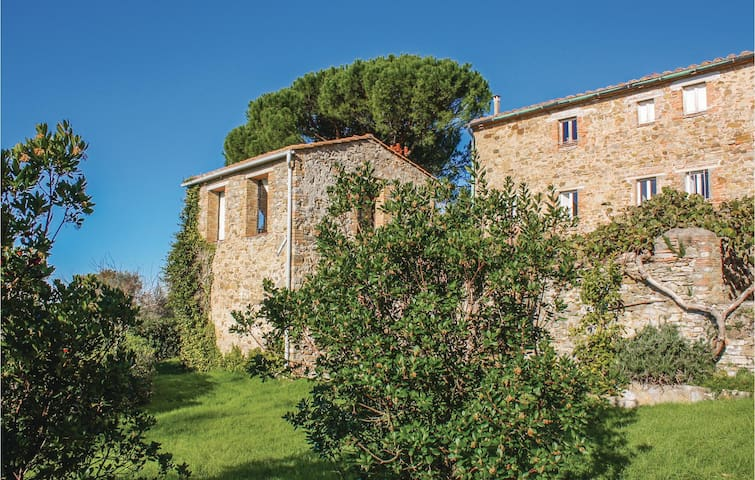 Semi-Detached with 4 bedrooms on 150 m² in Sasso Pisano PI