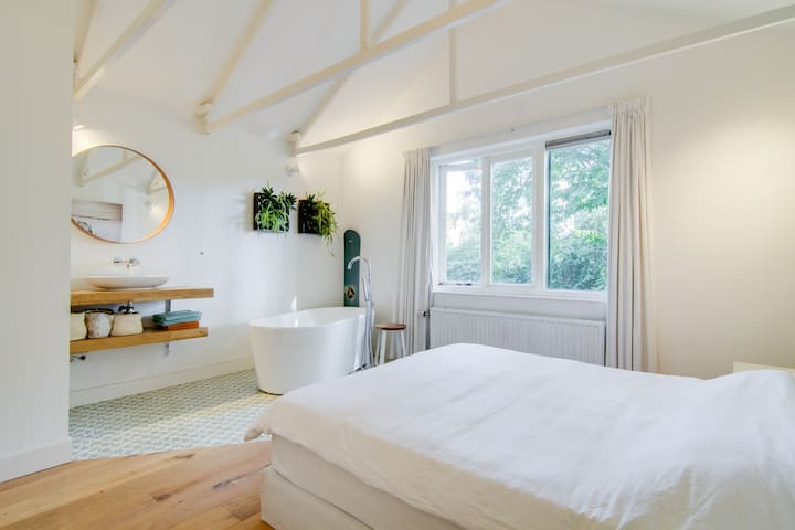 Cozy family house (with sauna & gym) near Utrecht