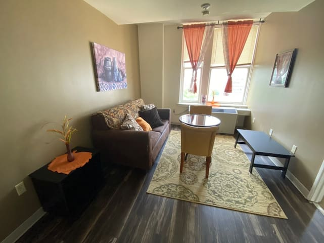 Economic Frugal Apartment with Smart TV - Downtown