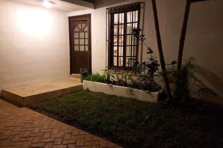 Habitaciones al mejor precio. Hostal Calle 13 - Mérida - Vandrarhem