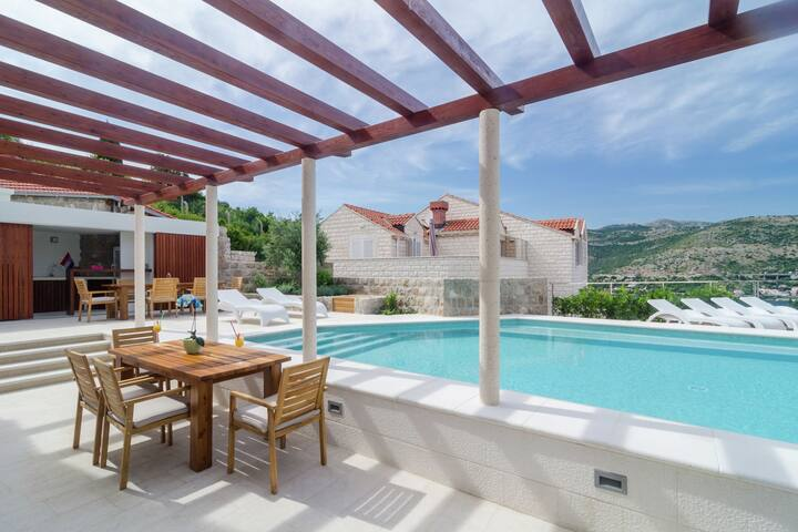 Peaceful Apartment in Dubrovnik Croatia with Pool
